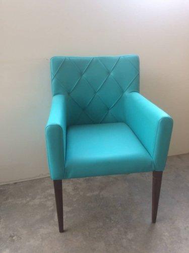 صندلی چوبی رستوران